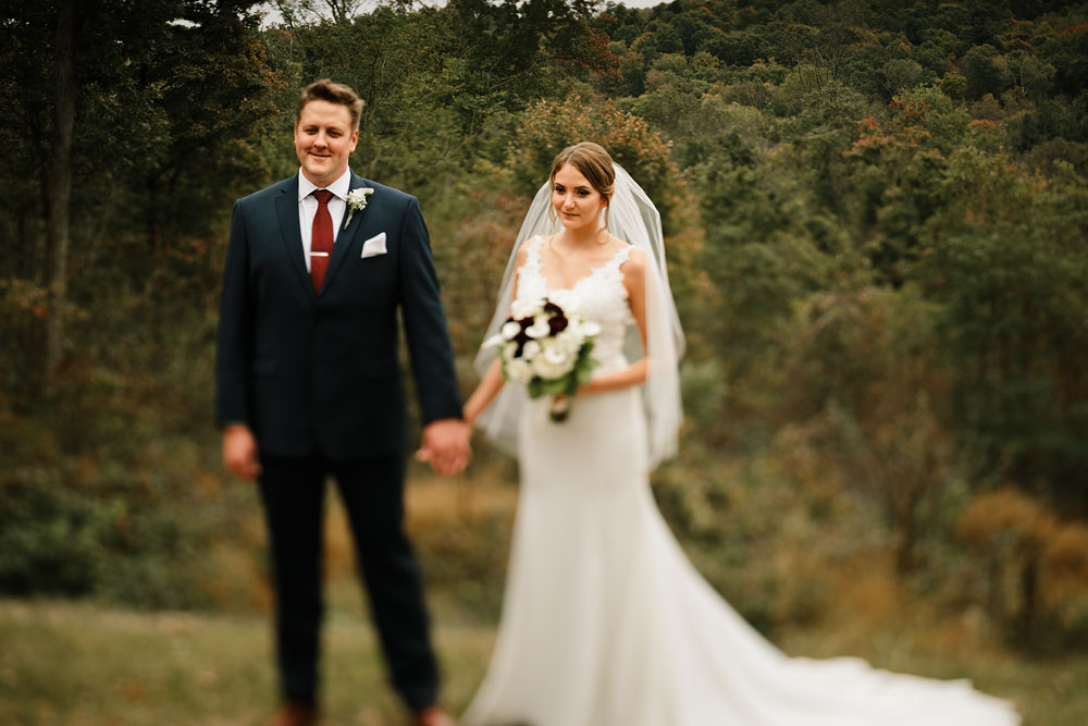 columbus-ohio-wedding-photographers-landolls-mohican-castle-central-ohio-fall-outdoor-wedding-118.jpg