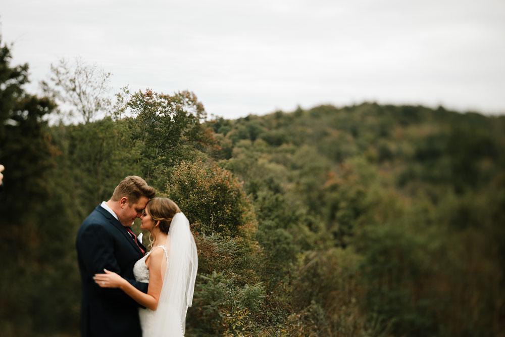 columbus-ohio-wedding-photographers-landolls-mohican-castle-central-ohio-fall-outdoor-wedding-120.jpg