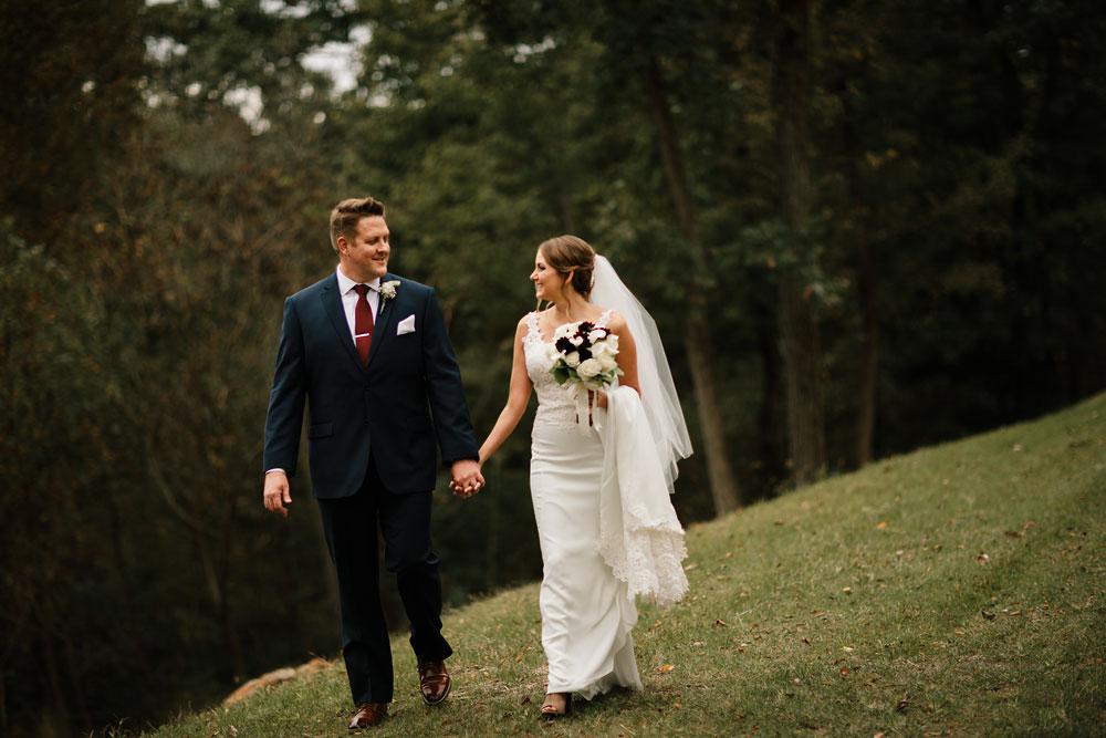 columbus-ohio-wedding-photographers-landolls-mohican-castle-central-ohio-fall-outdoor-wedding-123.jpg