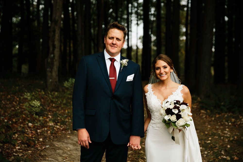 columbus-ohio-wedding-photographers-landolls-mohican-castle-central-ohio-fall-outdoor-wedding-130.jpg