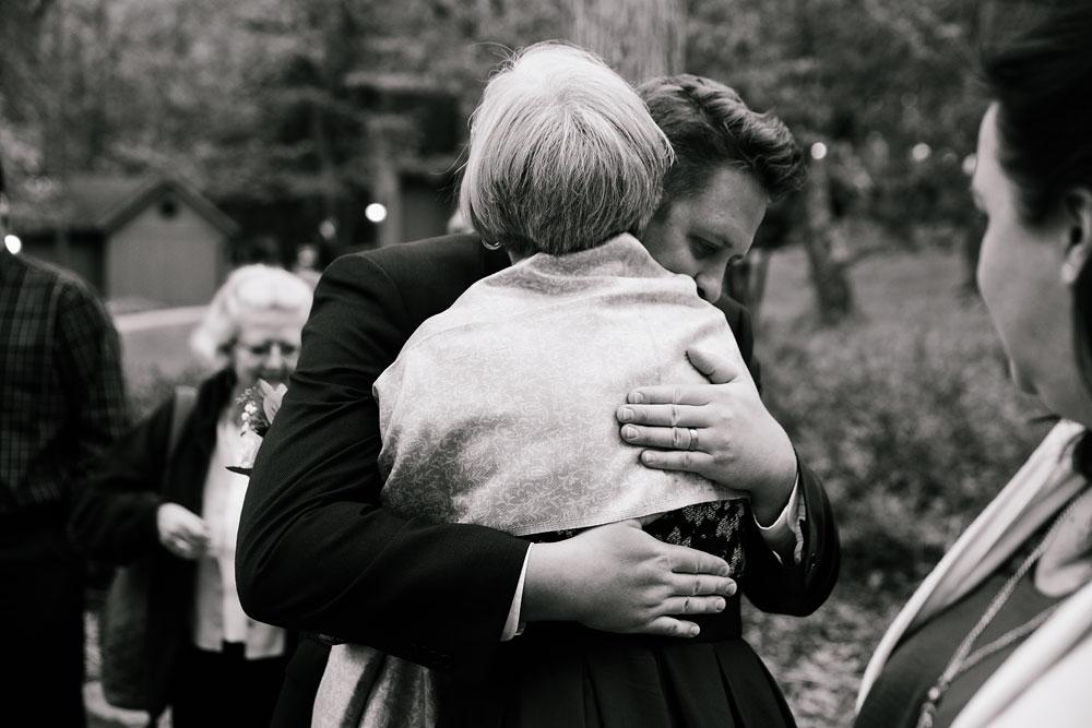 columbus-ohio-wedding-photographers-landolls-mohican-castle-central-ohio-fall-outdoor-wedding-176.jpg