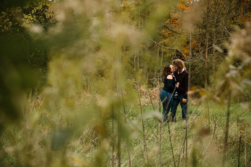cleveland-wedding-photographers-engagement-in-cuyahoga-valley-national-park-peninsula-hudson-ohio-9.jpg