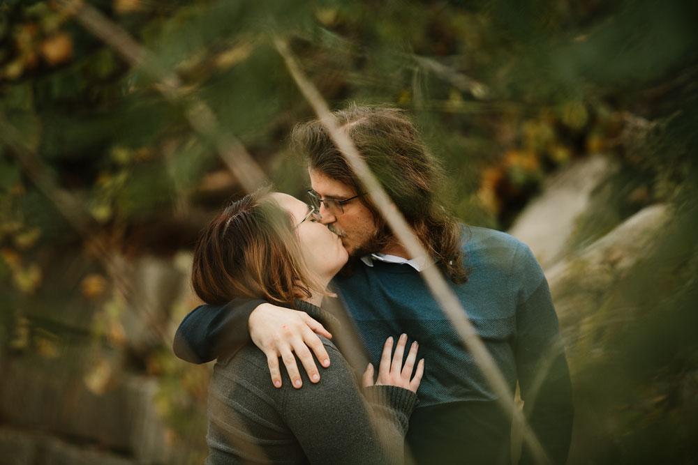 cleveland-wedding-photographers-engagement-in-cuyahoga-valley-national-park-peninsula-hudson-ohio-34.jpg