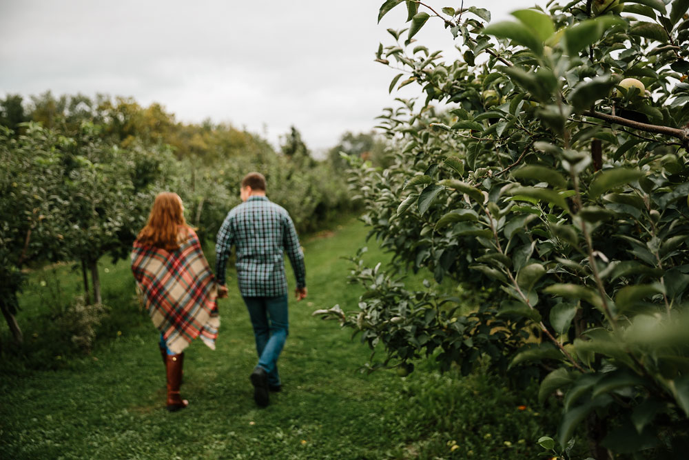 cleveland-wedding-photographers-engagement-at-pattersons-fruit-farm-chesterland-ohio-orchard-24.jpg