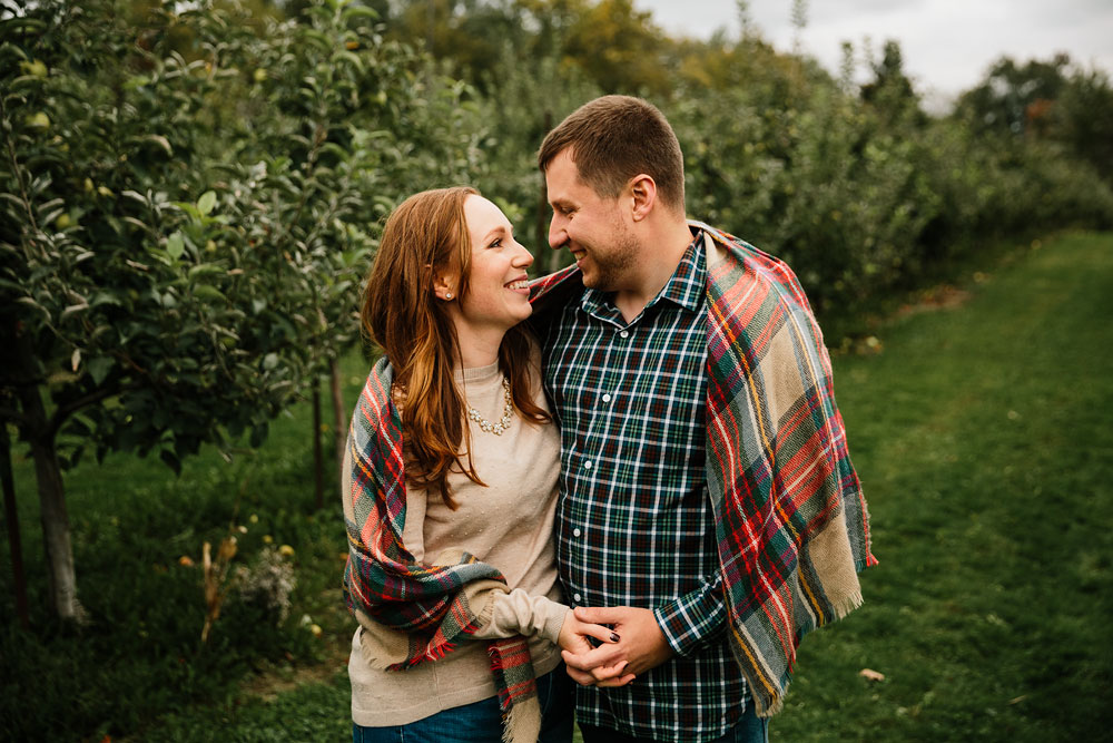 cleveland-wedding-photographers-engagement-at-pattersons-fruit-farm-chesterland-ohio-orchard-26.jpg