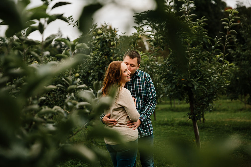 cleveland-wedding-photographers-engagement-at-pattersons-fruit-farm-chesterland-ohio-orchard-28.jpg
