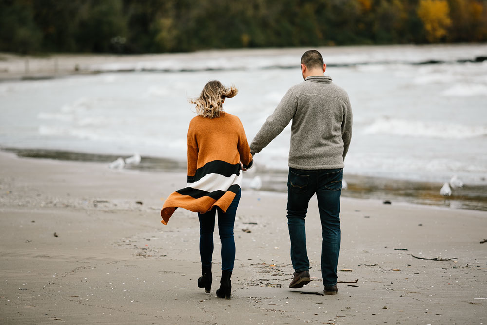 cleveland-wedding-photographers-engagement-edgewater-beach-rocky-river-metroparks-15.jpg