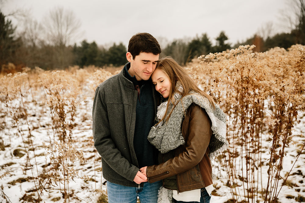 cleveland-wedding-photography-chesterland-ohio-engagement-at-orchard-hills-pattersons-fruit-farm-11.jpg