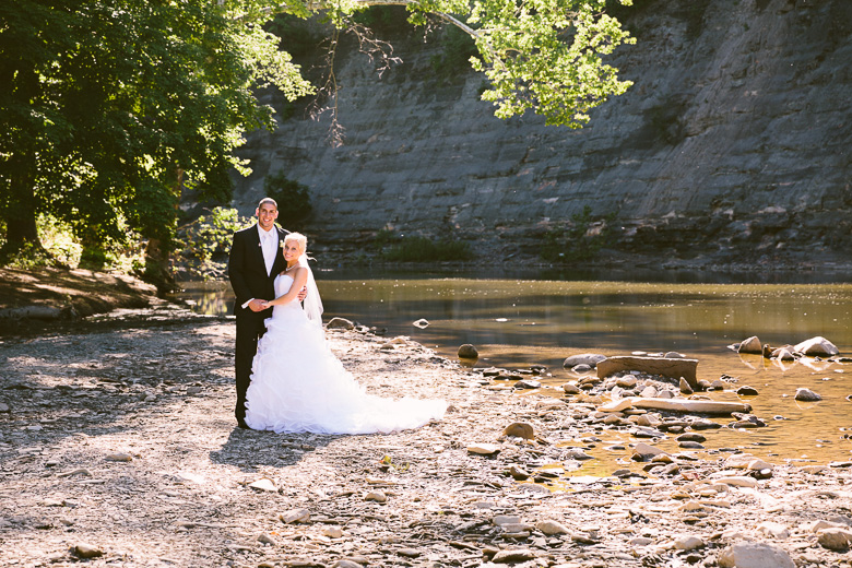 wedding photography in rocky river metropark overlooking shale cliffs