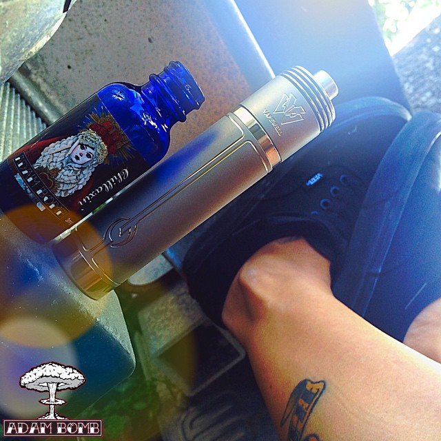 Just #CHILLAXIN on #SUNDAYFUNDAY with a bottle of our sweet candy mint and the 26650 Vape Well #GMod & #GAtty combo! SHOW US YOURS in the COMMENTS below!  Get your favorite bottle of @adambombjuice from @localvapedistro today ---  www.localvape.com  Wholesale orders email ---  LocalVapeDist@gmail.com