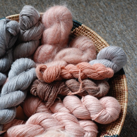 woollenflower: Heaps of fine-gauge, plant-dyed yarns for EYF 2107! I'm especially excited about the organic Shetland fingering from Uradale! Four shades from oatmeal to mid-grey are dyed together, making a wonderful gradient for colourwork and shawls...