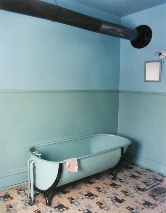 Gabor Szilasi, Salle de bain chez les Houdes, Lotbiniere, 1977, $2,500