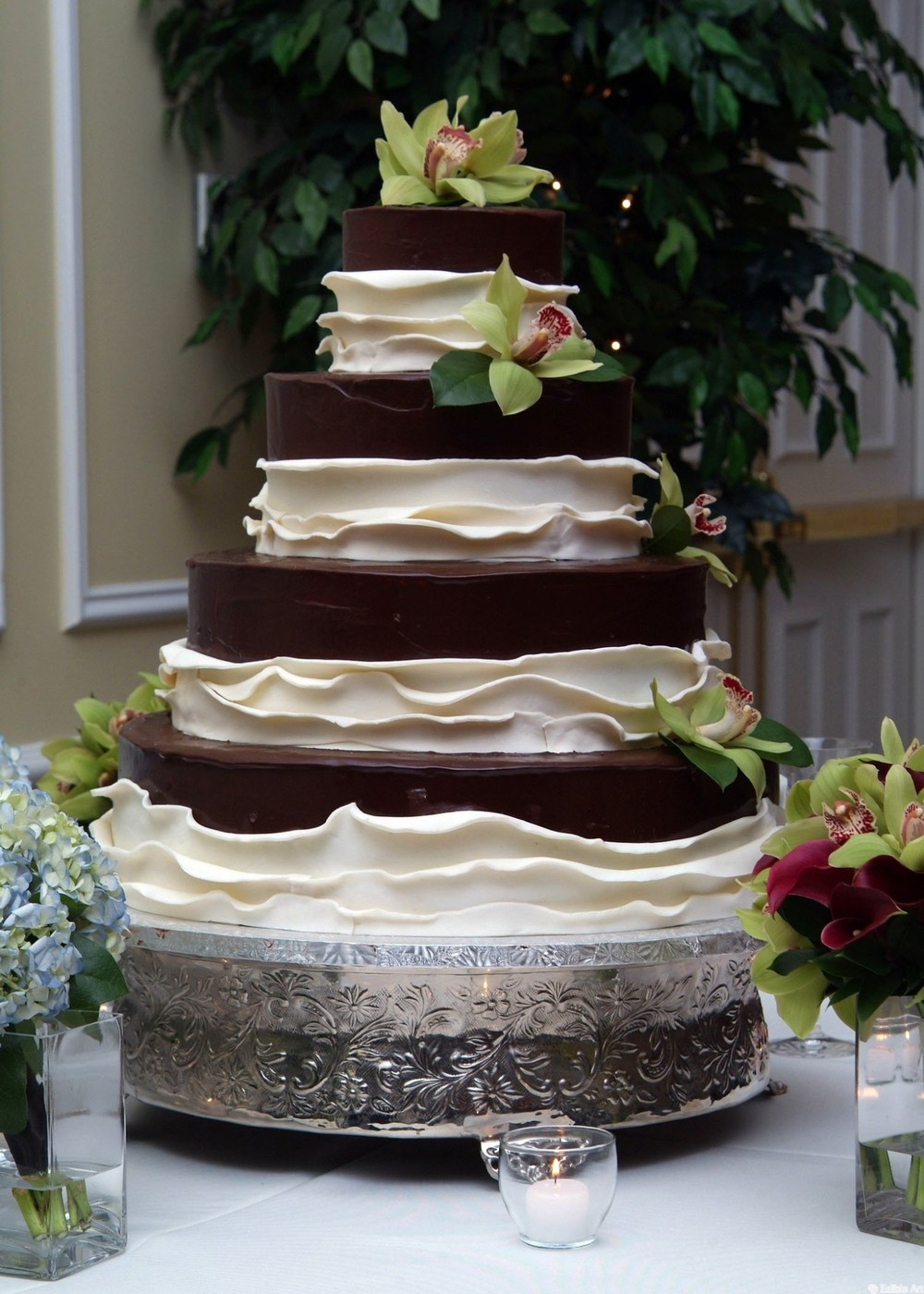 Edible Choc_white by Dara Blakeley SBG.jpg