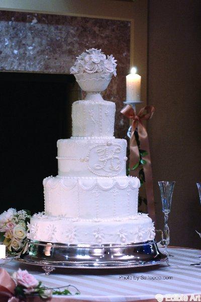 monogrammed-cake_settopop.jpg