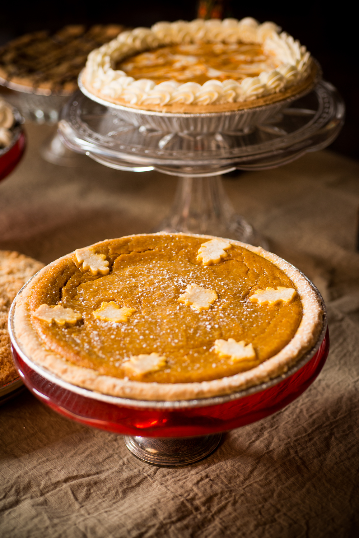 Custom baked pies by Edible Art Photo: F8 Studios