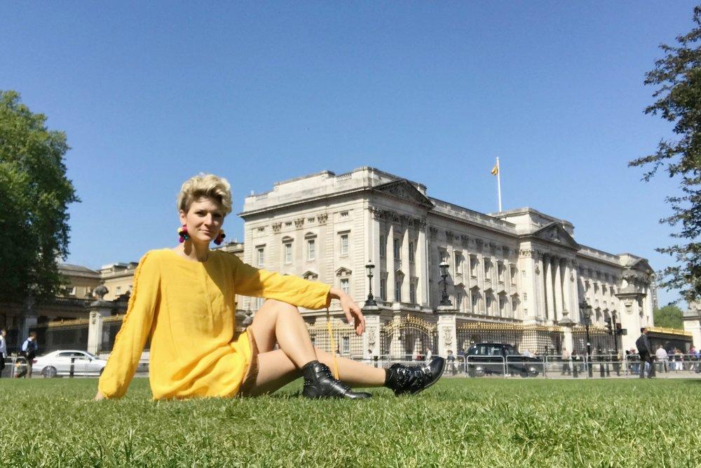 Credits: Photo - Anonymous, Styling - Sarah G. Schmidt,Location - Buckingham Palace, London