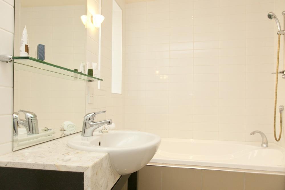 1 Bedroom Unit Bathroom (2).jpg