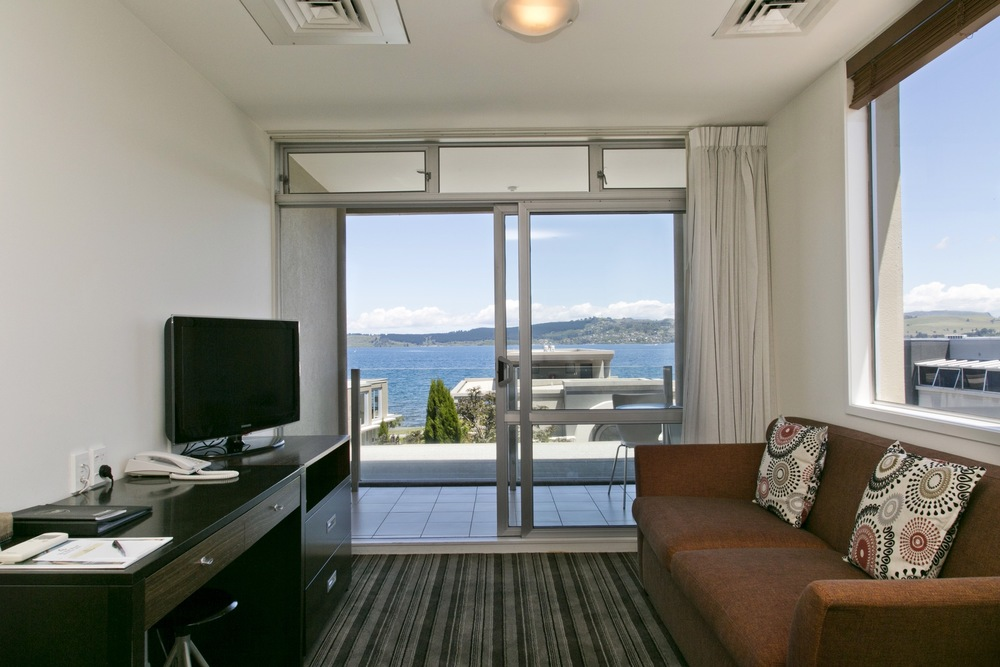 One bedroom with lake view 2.jpg
