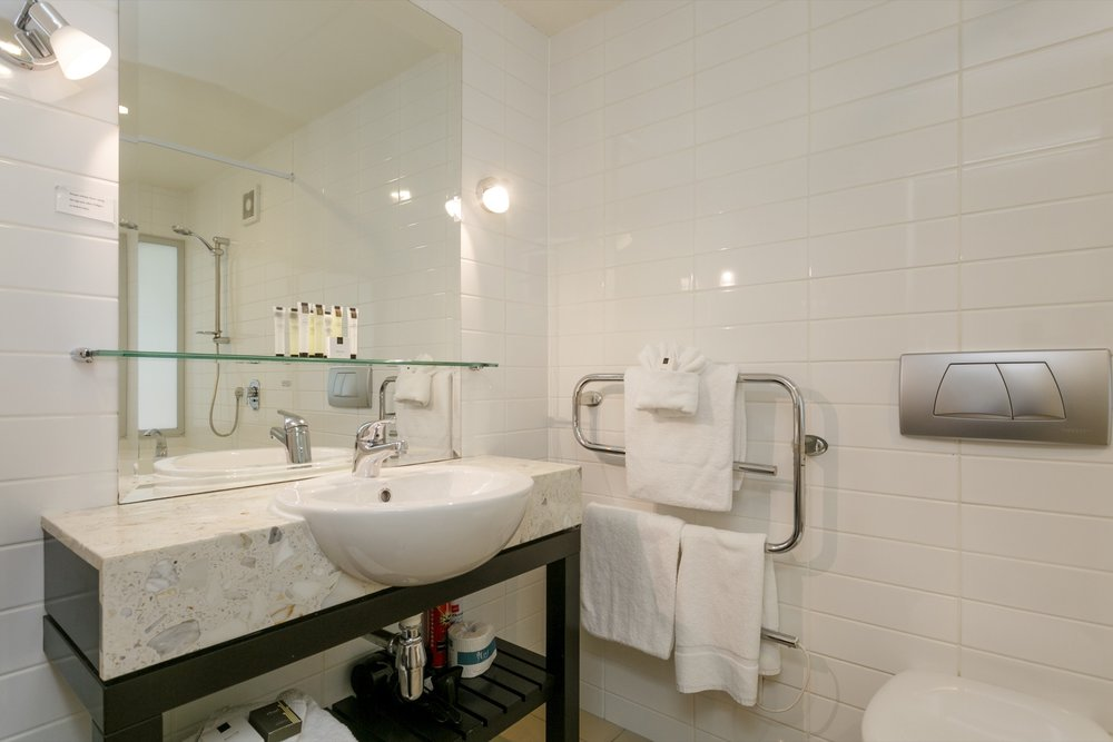 Luxury Studio with Lake Views bathroom-min.jpg