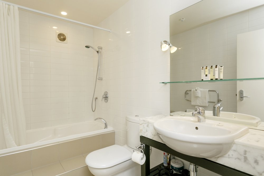 One Bedroom Gardev View bathroom with spa bath-min.jpg