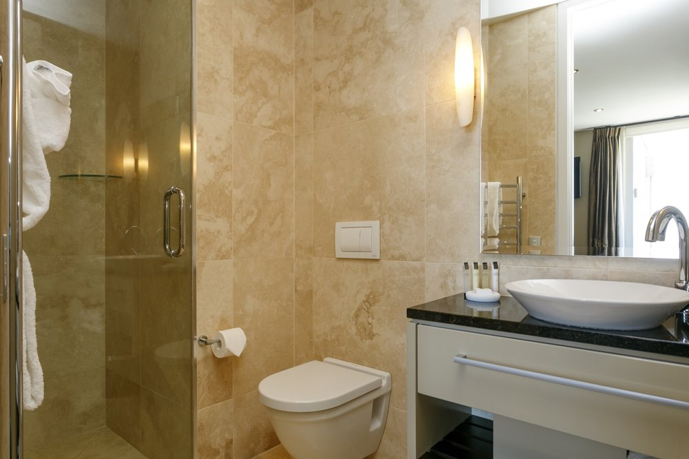 First floor three bedroom apartment third bedroom ensuite bathroom.jpg