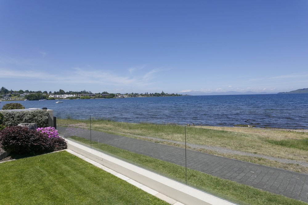 Ground floor two bedroom apartment view of Lake Taupo and the mountains 2.jpg
