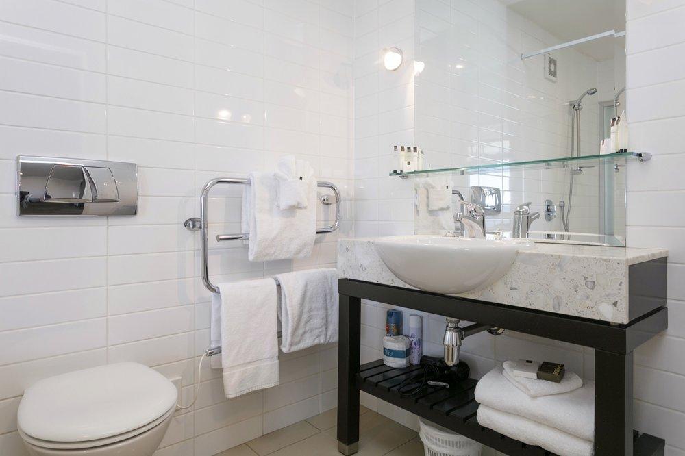 One bedroom with Lake views bathroom 4-min.jpg