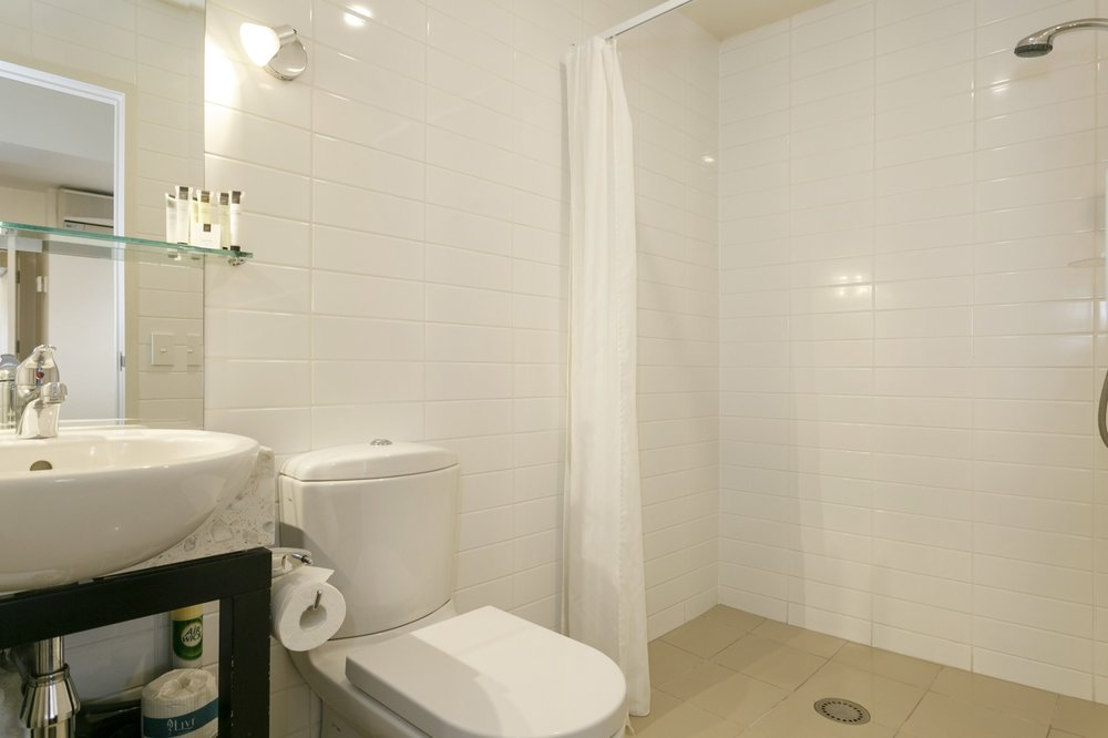 One bedroom bathroom with access shower-min.jpg