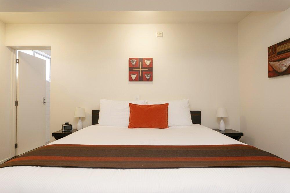 One bedroom poolside bedroom 3-min.jpg