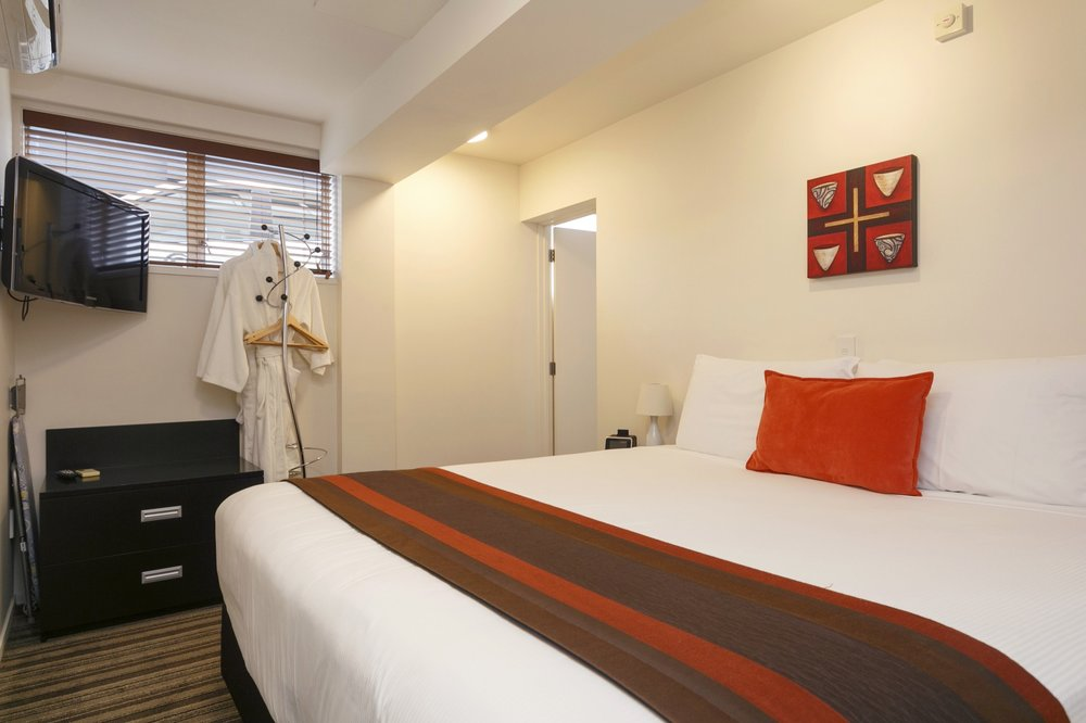 One bedroom poolside bedroom 4-min.jpg