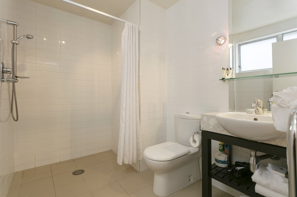 One bedroom poolside bathroom with access shower-min.jpg