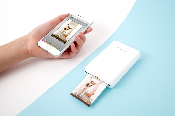 Phone printers aren't as candid as using an instant photo camera - but let's be real here, it's kiiiinda better. Phonetographers will truly appreciate this, because who wouldn't love printing off your pre-edited Instagram selfies?