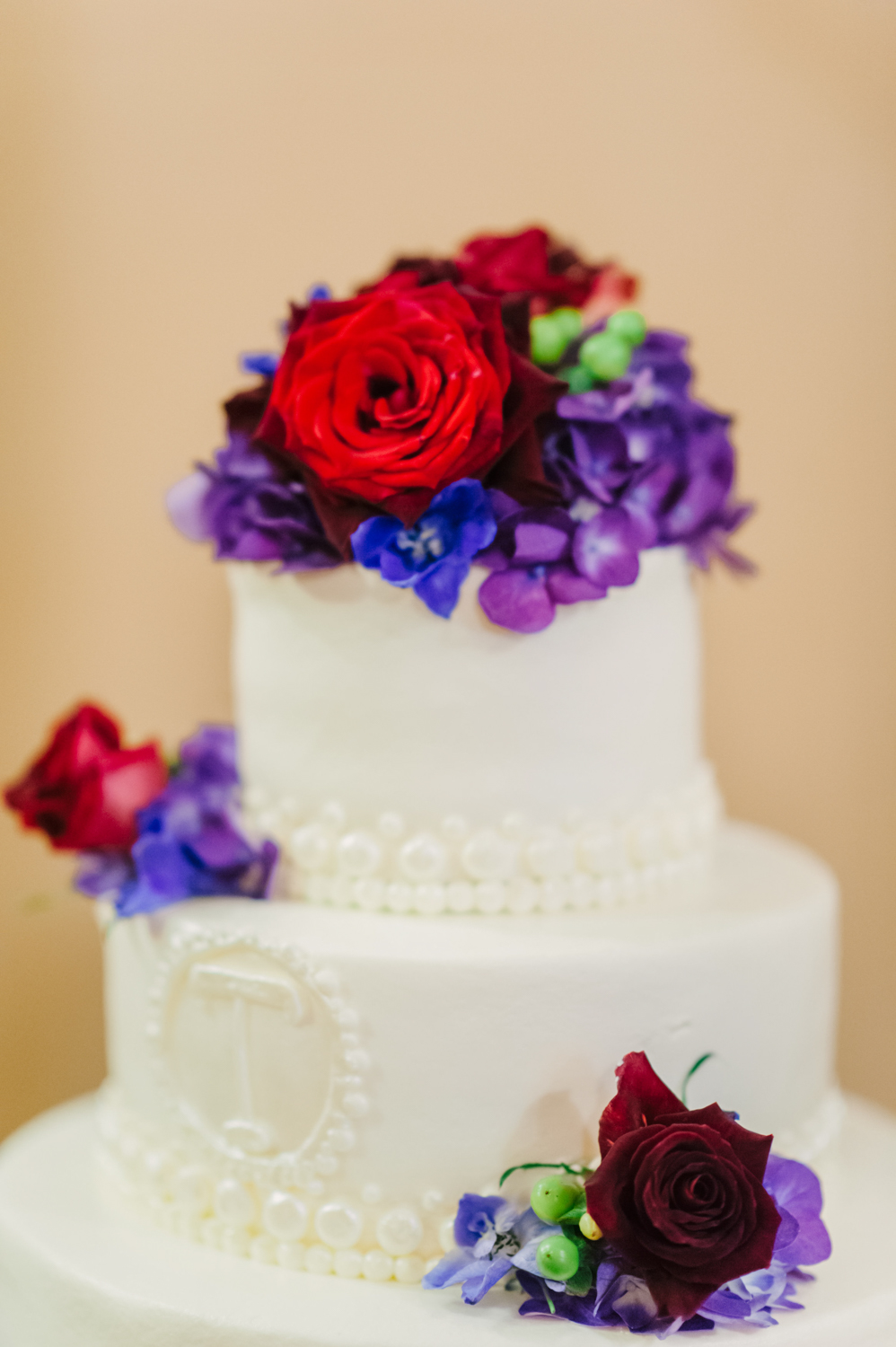 Old Courthouse Wedding Classic Wedding Cake Photography by Andrea Dozier in Dayton, Ohio