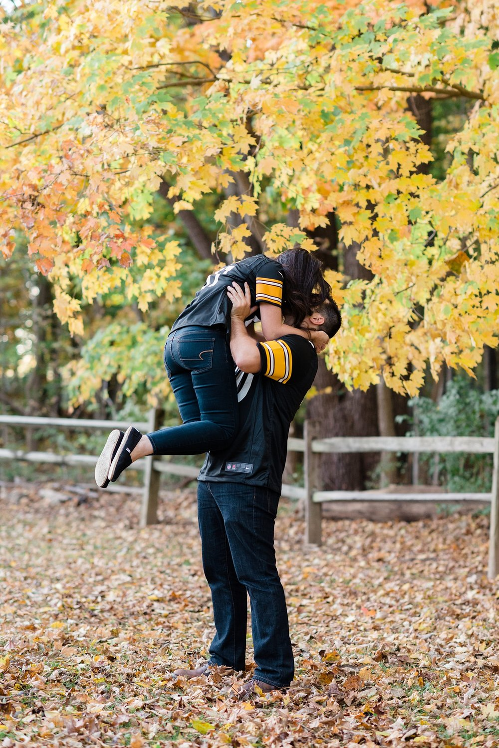 Pittsburgh Steelers Engagement Session Kiss | AndreaBelleStudios.com