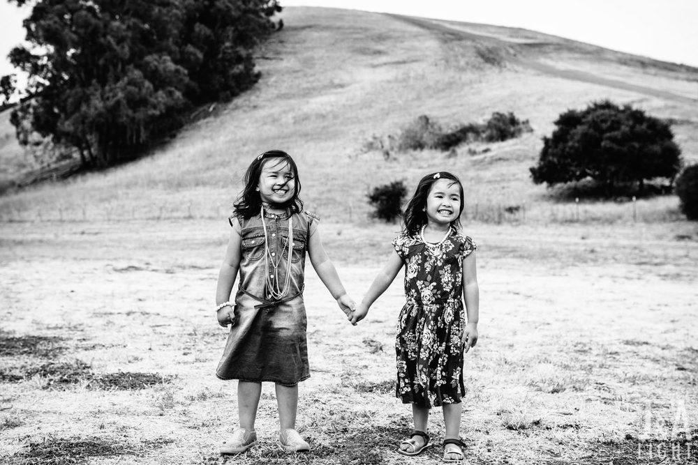 Avery&Emma-GarinRegionalPark-001-2.jpg