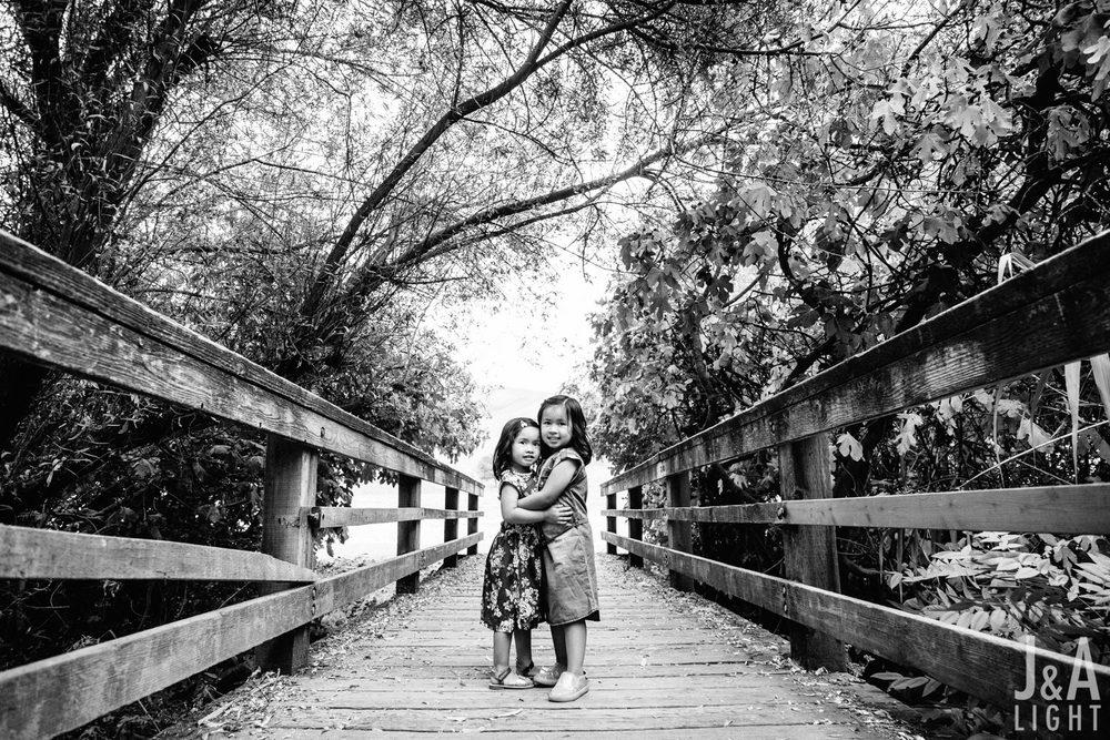 Avery&Emma-GarinRegionalPark-010.jpg