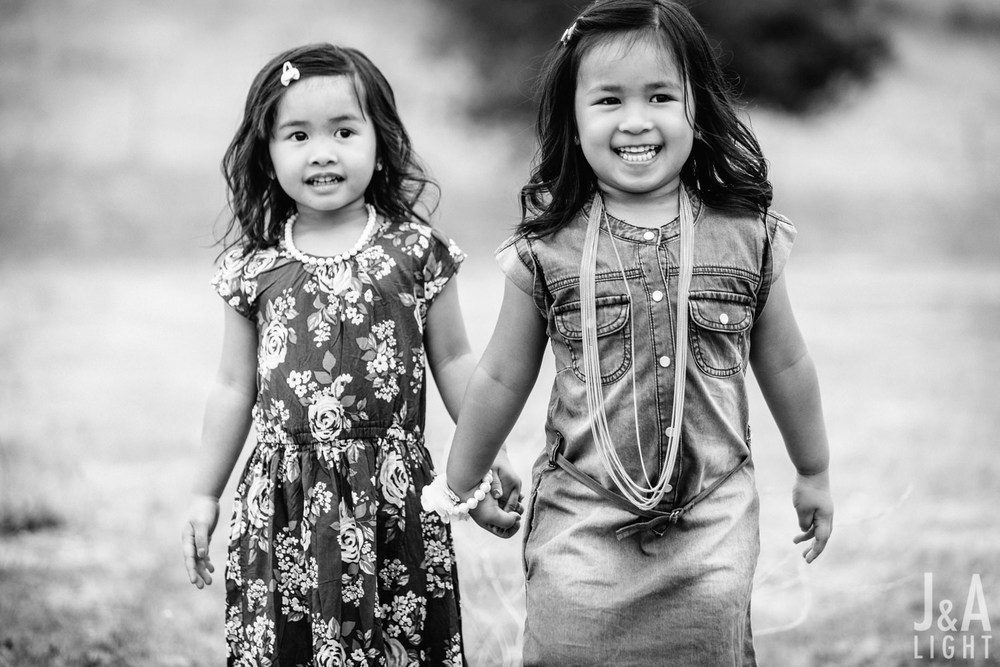 Avery&Emma-GarinRegionalPark-011.jpg
