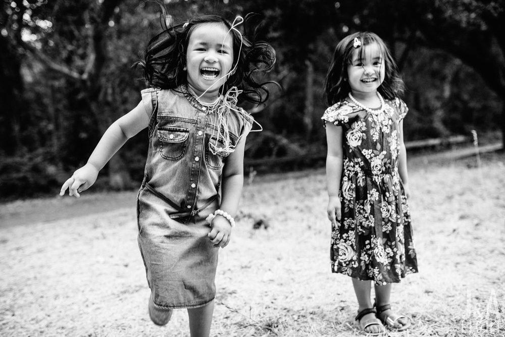 Avery&Emma-GarinRegionalPark-014.jpg