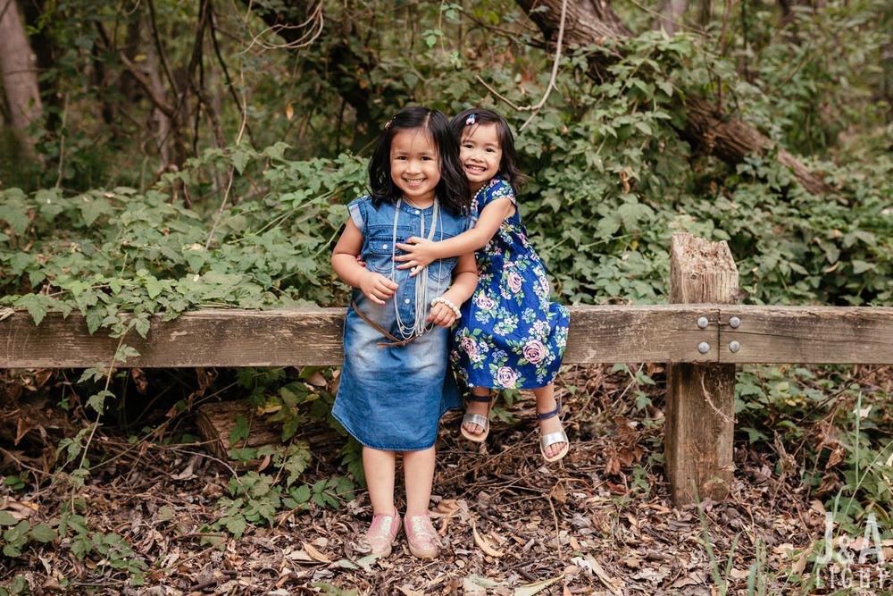 Avery&Emma-GarinRegionalPark-015.jpg