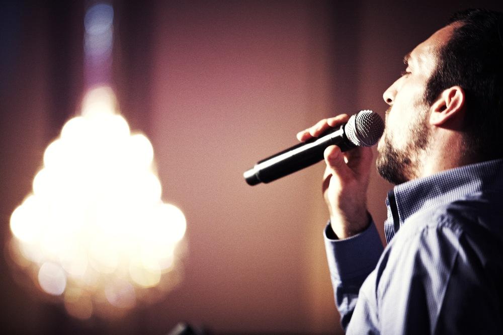 isser singing 6.jpg