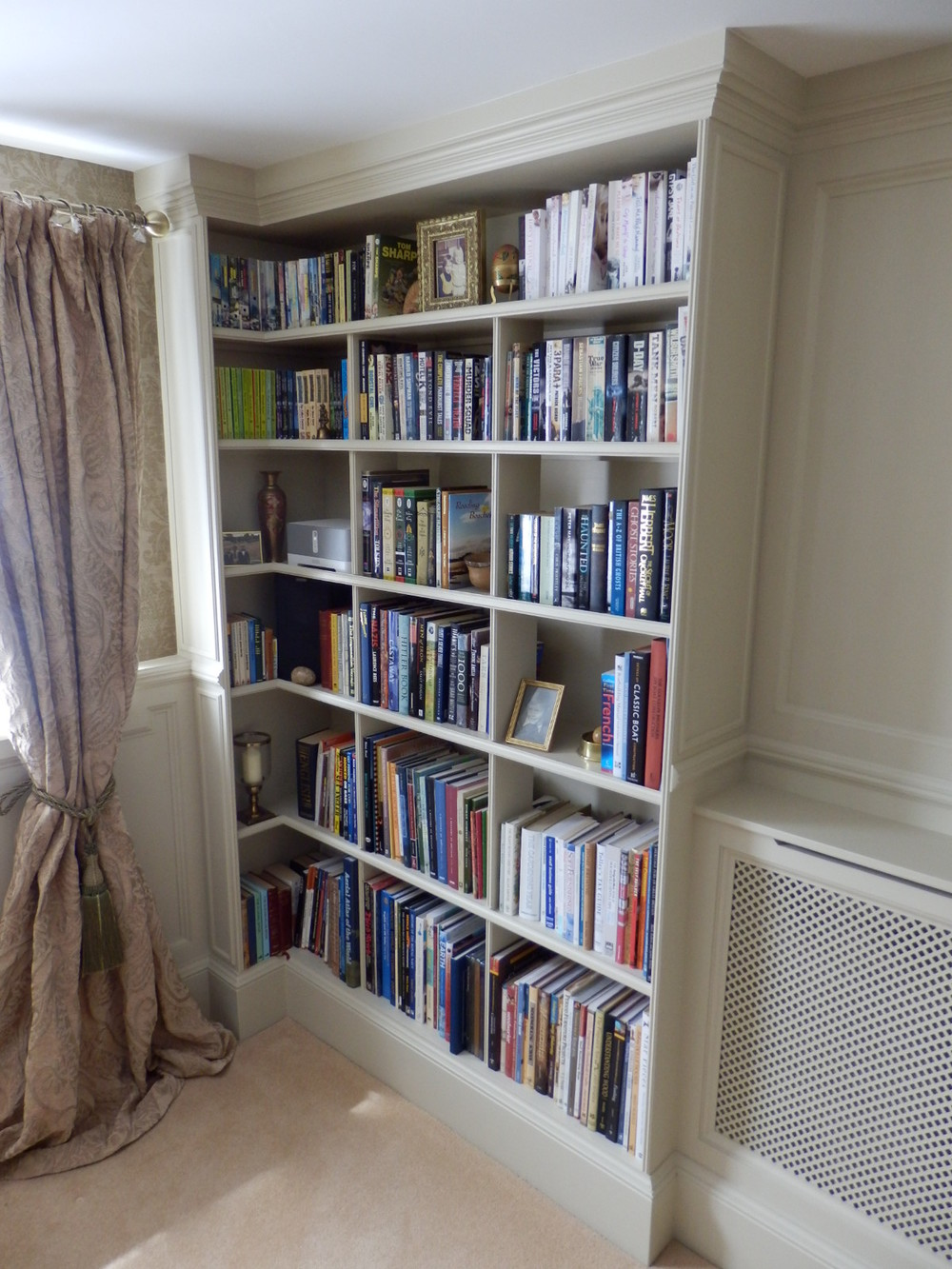 Bookcase built into the panelling