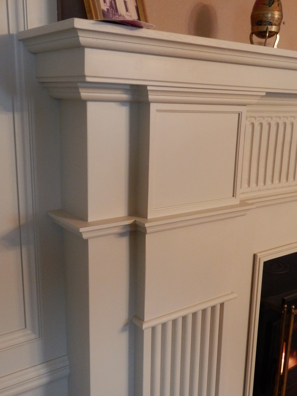 A closer view of the mouldings / detail.