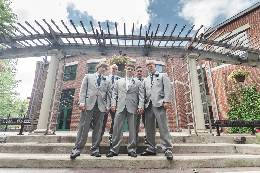 RockStarWeddings-Fargo-North-Dakota-Photographer-groomsmen