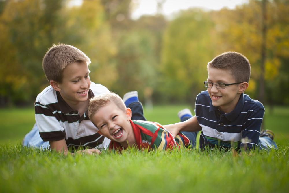 ThePhotoDad-Fargo, ND-Siblings-in-Park