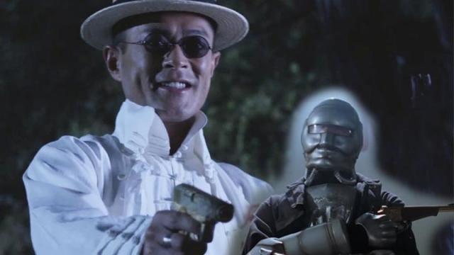 古仔在《危城》裡面拿金槍殺人如麻,就像是金槍人一樣!
