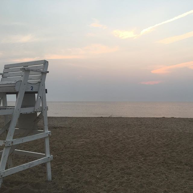 It's a beautiful morning to get up and do what you love!! Here's to many more beach days, sunrises, and endless waves crashing. . #beachpilatesandwellness #farmfoodieandfitness #beachpilatesandwellness #bethanybeach #sunrises #beachdays #passions