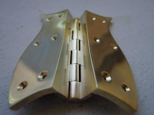 Custom-made hinges for the jewellery cabinet