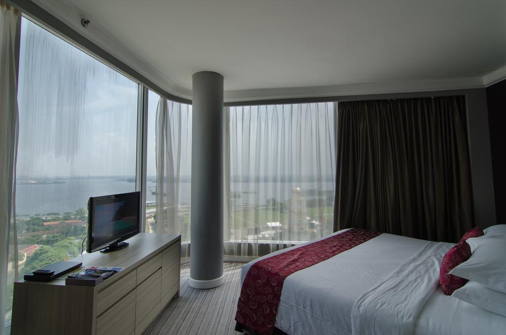 Thistle Johor Bahru - Premium Suite Bedroom