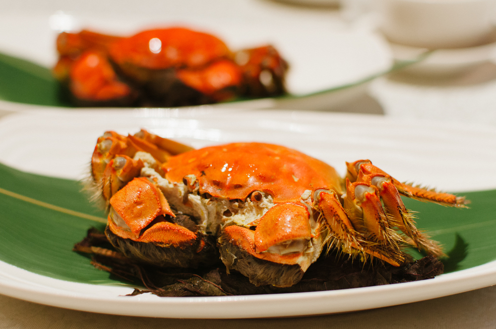 紫苏清蒸大闸蟹 Steamed Whole Hairy Crab with Perilla Leaves