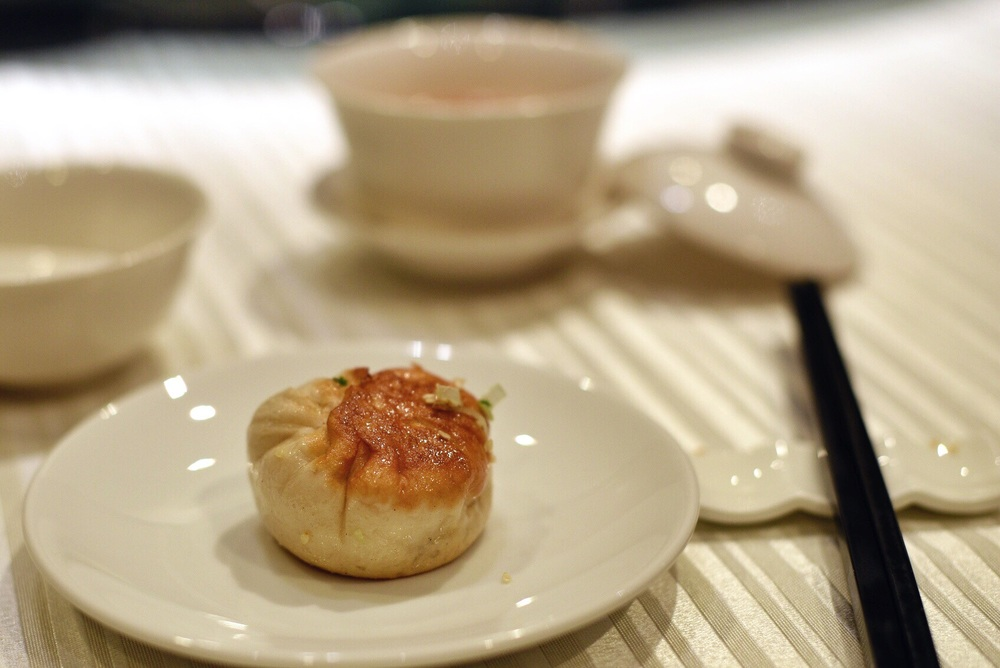 Pan-fried Minced Pork Bun with Sesame Seed and Spring Onion